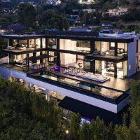خرید-ویلای-۳۵ میلیون-دلاری-در-هالیود-با-استخر-دو-طبقه-شیشه ای (۰)